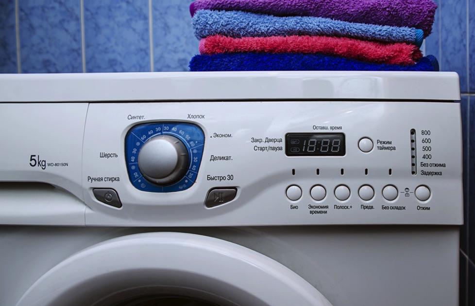 Lavadora con ropa encima