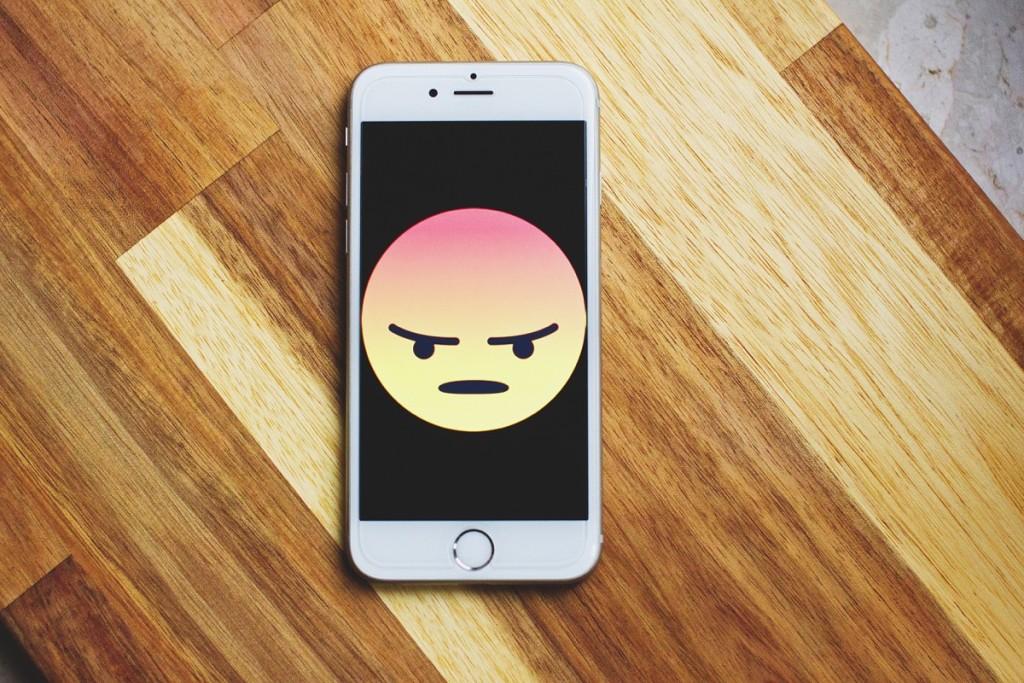 Emoji-enojado